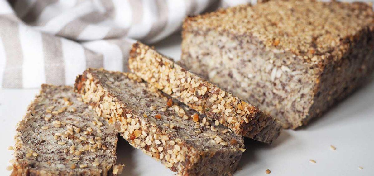 Veganes Life-Changing-Bread - Das glutenfreie Saatenbrot ohne Nüsse