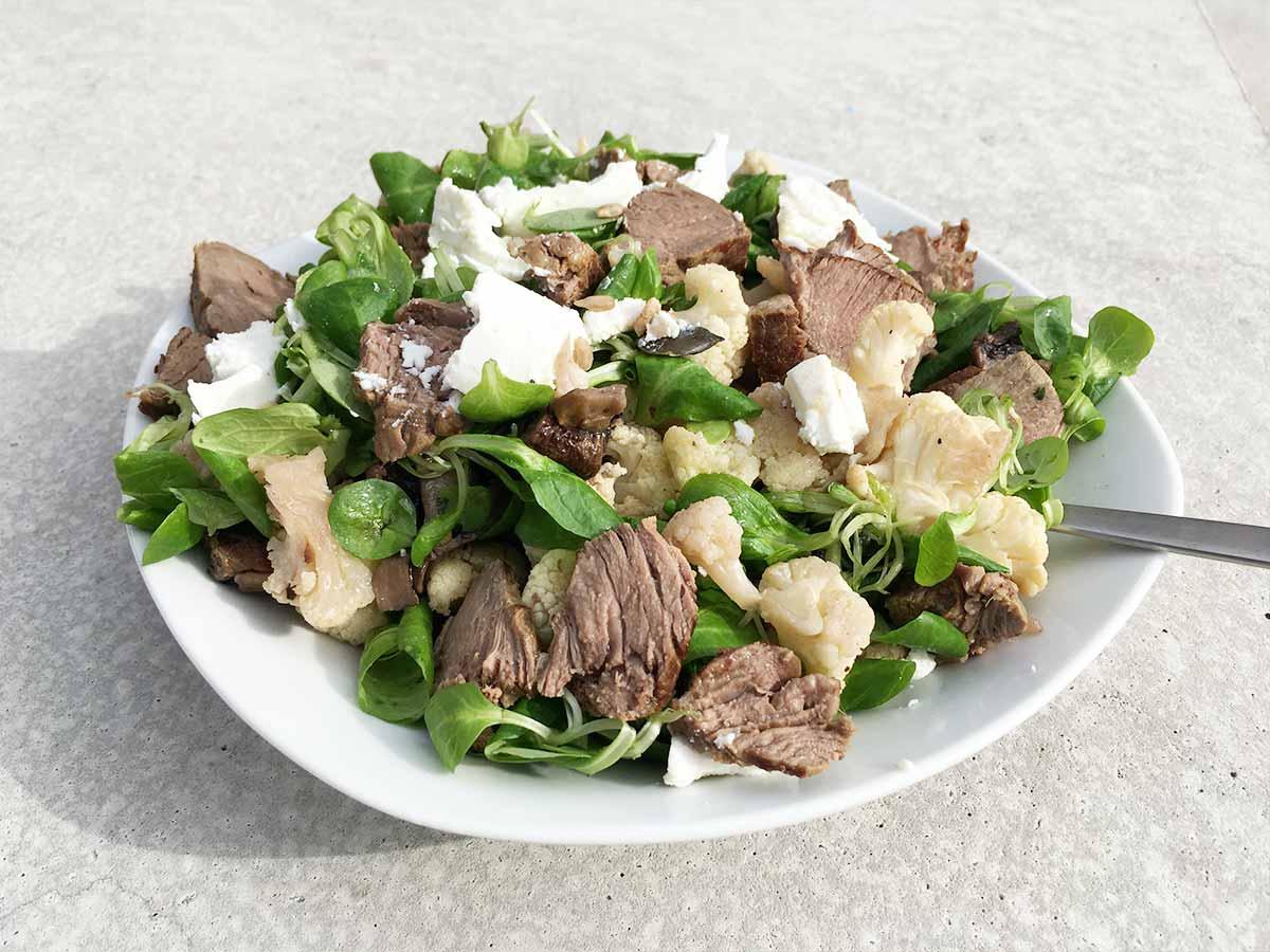 Gerösteter Blumenkohl-Salat mit Ziegenkäse