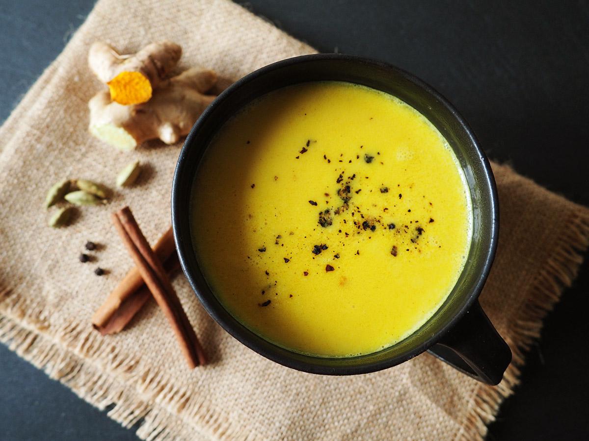 Goldene Milch Rezept - Ayurvedisches Heilgetränk